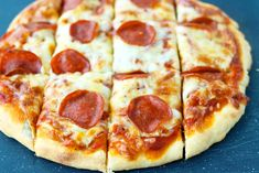 This Greek Yogurt Pizza Dough is quick and easy to make with a few staple ingredients, doesn't have yeast or a rise time, and produces tasty homemade pizzas! Customize these healthy pizzas with your favorite toppings, and enjoy them for lunch, dinner, or anytime a pizza craving hits! #pizza #pizzadough #greekyogurt #greekyogurtpizza #easypizza #noyeast #easyhomemadepizza #healthypizza   That Spicy Chick Healthy Homemade Pizza, Healthy Pizza, Yogurt Pizza Dough, Pizza Recipes, Cooking Recipes, Baked Potato Wedges Oven, Best Diet Foods, Greek Yogurt Recipes, Dough Ingredients