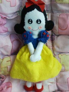 Branca de Neve - Boneca de Feltro