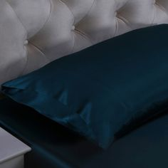 Bleu Royal, Les taies d'oreiller en #soie résistent aux rides et résolvent les problèmes capillaires, car la 100% soie de #mûre est riche en #protéines afin de favoriser le métabolisme des cellules de la peau. Nous offrons les meilleures taies d'oreiller en soie de mûre, parfaitement douce et lisse, pour vous permettre de bien dormir chaque nuit. venir de https://www.oosilk.com/fr/19mm-silk-pillowcase-housewife-c.html