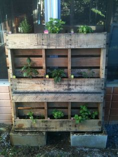 Simple upcycle project using a palate and some hardware cloth (mesh screen)