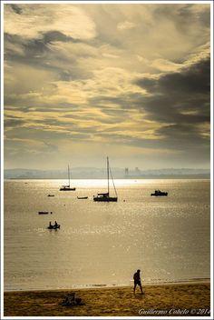 Desde la playa de Mera. Al fondo #ACoruña con su Torre de Control Marítimo vía @GCobelo #Galicia #SienteGalicia     ➡ Descubre más en http://www.sientegalicia.com/