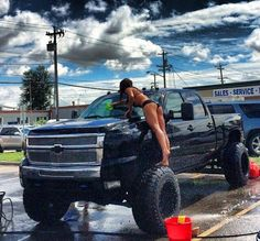My dream truck. I'll have one of these one day. And I'll be washing it everyday just like that
