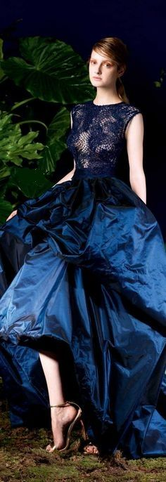 It's elegant until you look at this poor sick model...  Yolan Cris 2014