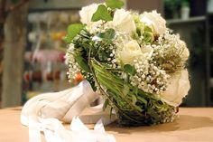 https://blumen-koch.de/de/galerie/1/hochzeit-wedding  der Brautstrauß ganz in weiß - elegant wie die Braut