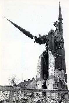 De sloop van de toren van de St.-Monicakerk te Utrecht