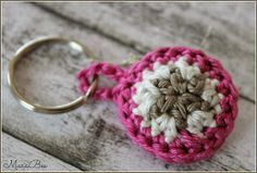 Crochet Patterns Beanie MaraBee& world: and a keychain DIY! Crochet Keychain, Diy Keychain, Crochet Earrings, Basic Crochet Stitches, Crochet Patterns, Key Fobs, Key Chain, Origami Easy, Pin Collection