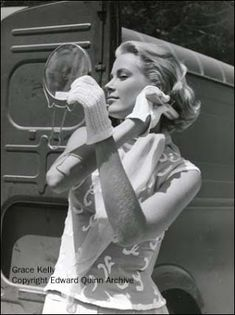 Grace Kelly (Princess Grace of Monaco) Golden Age Of Hollywood, Hollywood Glamour, Hollywood Stars, Classic Hollywood, Old Hollywood, Hollywood Icons, Charlotte Casiraghi, Andrea Casiraghi, Moda Grace Kelly