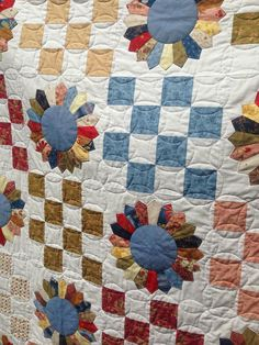 Dresden plate quilt by Sew In Love Quilting.  Field Day pattern by Thimble Blossoms.