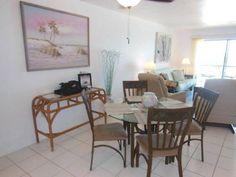 Villa Del Mar 402 Villa Fort Myers Beach (Florida) Situated in Fort Myers Beach, Villa Del Mar 402 Villa offers self-catering accommodation with free WiFi. The unit is 23 km from Fort Myers.  A dishwasher and a microwave can be found in the kitchen. A TV is available.