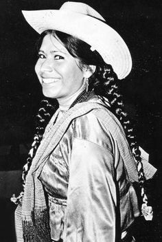 """Unforgettable as """"La India Maria,"""" Maria Elena Velasco tackled serious issues while making everyone laugh. Her comedy stands the test of time. Mexican Paintings, Queen Aesthetic, Mexico Style, Grad Cap, Mexicans, Baja California, Celebs, Celebrities, Famous People"""