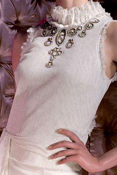 Novias Bridal Weeding Teresa Helbig Independent Design Sophisticated style. Feminine, elegant. Exquisite dressmaking  Craftsmanship  Own atelier exclusive fabrics.  https://vimeo.com/30035087 www.teresahelbig.com