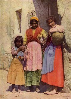 Spanish Gypsy girls,  National Geographic Magazine, Volume 31 (1917)