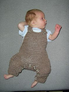 Crochet dungarees - free pattern!