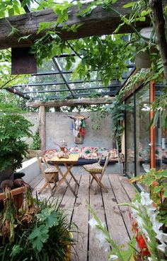love this space...outdoor dining
