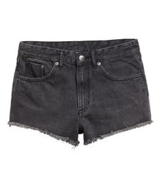 Invest in a summer classic with H&M's selection of cute jean shorts for women. Choose from short and longer lengths in a range of washes, cuts and colors. Black Denim Shorts, Casual Shorts, H&m Online, Fashion Online, Kids Fashion, Lady, Shopping, Clothes, Women