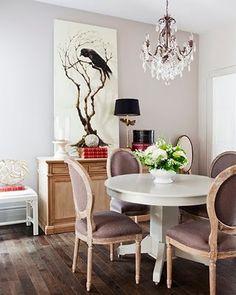 Oh the crow! Art Interiors in Toronto supplied all the art. Linen fabric is heavenly   Photography: Virginia Macdonald virginiamacdonald.com