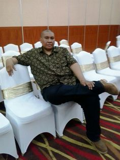 Relaxing at the Semanggi Room in Hotel Grand Cempaka Jakarta, when attending the engagement ceremony of my niece. 11 January 2015
