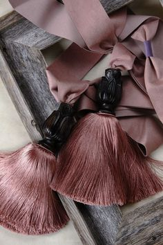 I'm so glad that I had the perfect color of tassels to go with your drapes.¸¸.✿¨¯`✿¸¸