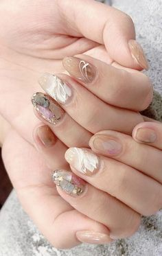 Looking for some nude nail art for your wedding day? Here's some curated ideas for a neutral palette with a touch of metallic accent…. Pedicure Nail Art, Pedicure Designs, Diy Nails, Nail Art Designs, Glitter Pedicure, Neutral Nails, Nude Nails, Acrylic Nails, Nagellack Trends