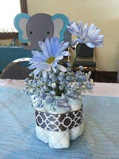 Centerpiece for baby shower boy elephant baby shower centerpiece plan to many soirees elephant baby shower . centerpiece for baby shower boy Distintivos Baby Shower, Peanut Baby Shower, Mesas Para Baby Shower, Shower Bebe, Boy Baby Shower Themes, Baby Shower Gifts, Shower Party, Elephant Baby Shower Centerpieces, Baby Shower Table Decorations