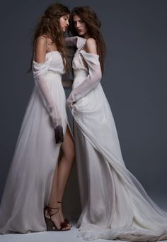 Discover Vera Wang's iconic wedding dresses. Browse the complete Vera Wang collection of bridal gowns and designer ready-to-wear fashion from Vera Wang.