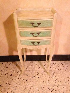 Table de Chevet D'Appoint Rénovée Pieds Cintrés Style Baroque 3 Tiroirs