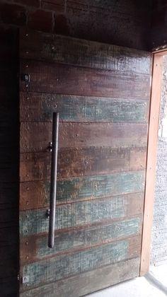 Porta de madeira de demolição ,puxador ferro estilo industry