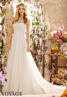 Sara en robe de mariée