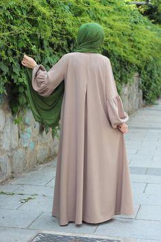 Abaya Style 603552787536593073 - Sevcankul Ferace Krep Desensiz Source by Pakistani Fashion Casual, Iranian Women Fashion, Abaya Fashion, Muslim Fashion, Modest Fashion, Fashion Outfits, Dress Outfits, Hijab Fashionista, Abaya Designs
