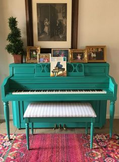 A piano is a luxurious musical instrument and you may use it for home decor. Painted Pianos, Painted Furniture, Repurposed Furniture, Pianos Peints, Room Rugs, Rugs In Living Room, Florence Chalk Paint, Teal Paint Colors, Piano Restoration