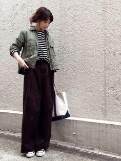 秋冬も引き続き注目のアイテム「ワイドパンツ」。丈の長いアイテムともバランスよく着こなしたいですよね。今回はロング丈のアウター&ワイドパンツのおしゃれなコーデをご紹介します。