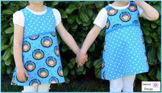 Zwei tolle Kleider für die Zwillingsmädels! Gleicher Stoff, gleicher Schnitt – und trotzdem unterschiedlich. Und ganz nebenbei…. eins hübscher als das andere. Diese beiden Pipocas von Erbsünde hat uns Sandra von Sanna Design nach unserem Wickie-Probenäh-Aufruf eingereicht. Und damit hat Sie uns völlig überzeugt. Den dieser Stoff sieht (richtig kombiniert) auch für Mädchen total cool aus!