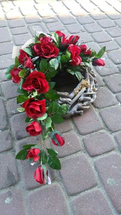 Christmas Flower Decorations, Grave Decorations, Holiday Decor, Valentines Day Activities, Art N Craft, Funeral Flowers, Flower Pictures, Container Plants, Ikebana