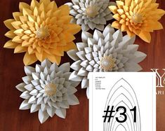 Hard copy YAF template 31 for DIY paper flower backdrops. How To Make Paper Flowers, Giant Paper Flowers, Paper Roses, Paper Flower Wall, Paper Flower Backdrop, Leaf Template, Flower Template, Small Flowers, Diy Flowers