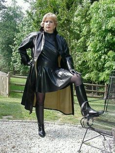 Femmes in Rubber Boots Long Leather Coat, Leather Boots, Wellies Rain Boots, Rubber Raincoats, Pvc Raincoat, Hot High Heels, Latex Dress, Sexy Older Women, Leather Dresses
