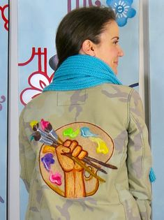 Cassie Stephens: DIY: A Needle Felted Camo Jacket for the Artist Art Teacher Outfits, Teacher Wear, Teacher Style, Art Teacher Clothes, Artsy Outfits, Teaching Outfits, Work Outfits, T Shirt Painting, Fabric Painting