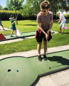 Queen of the Minigolf Scene. by michibuchinger