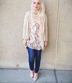 floral hijab outfit, Hijab spring street fashion http://www.justtrendygirls.com/hijab-spring-street-fashion/