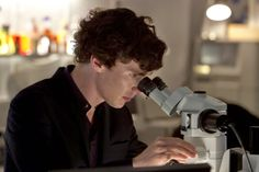 Sherlock TV Review. Benedict Cumberbatch. http://www.Neamoview.blogspot.co.uk