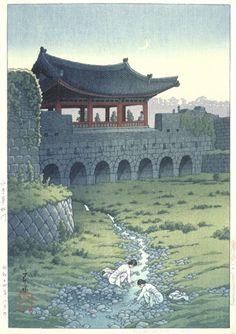 http://k-phenomen.com/2014/12/17/12-illustrateurs-coreens-que-vous-devriez-connaitre/ Kawase Hasui - Kakyu Gate in Suigen (Korea) Series: Eight Views of Korea - 1939