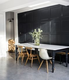 Living in Black and White: A Photographer's Urban Indoor/Outdoor House in South London (Remodelista: Sourcebook for the Considered Home) Dining Room Design, Dining Room Decor, House Interior, Home, Interior, Dining Room Interiors, Mid Century Dining Room, Rustic Kitchen, Room