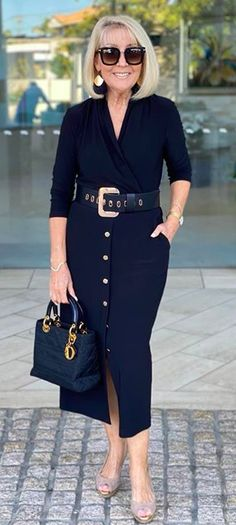 Mature Fashion, 60 Fashion, Fashion Over 50, Cute Fashion, Timeless Fashion, Fashion Looks, Womens Fashion, Classy Dress, Classy Outfits