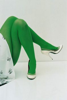 Green tights (by the way- her legs are turned in a freaky way! ) I love the tights though. Nylons, Style Vert, Green Tights, Funky Tights, Green Leggings, Colored Tights, Pantyhosed Legs, Green Fashion, Orange