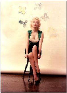 Marilyn-Monroe's-green-dress-2