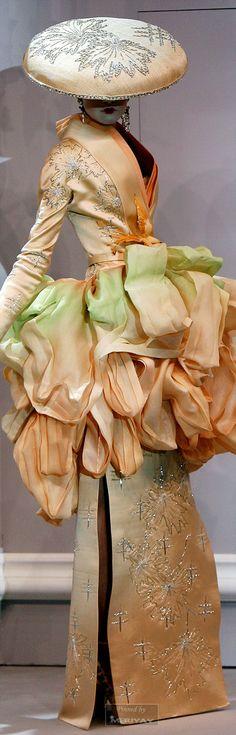John Galliano For Christian Dior Spring/Summer 2007 jαɢlαdy Mega Fashion, Dior Fashion, Couture Fashion, Fashion Art, Fashion Show, Fashion Design, John Galliano, Christian Dior, Beautiful Gowns