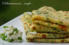 Délicieusement... simple !: Crêpes aux courgettes et aux oignons pour la ronde… Veggie Recipes, Vegetarian Recipes, Cooking Recipes, Healthy Recipes, Salty Foods, No Cook Meals, Food Inspiration, Love Food, Food Porn