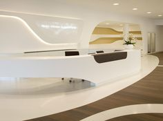Architecture and Interior Design of the Kaffee Partner Headquarters by The German studio Modern Reception Desk, Reception Desk Design, Reception Counter, Office Reception, Clinic Design, Healthcare Design, Corporate Interiors, Office Interiors, Office Interior Design