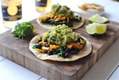 Easy Black Bean and Guacamole Tostadas #Beanitos #Tailgate