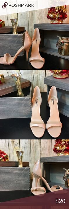 NWOT. Nude Mossimo Heels 🎄Nude heels 🎄True to size 🎄New; never worn   💋DISCLAIMER💋 - Reasonable offers accepted on items not marked 'price firm' - 15% off on bundles of 2 or more items - I do not discuss prices in the comments, but feel free to ask any other questions🙂 Mossimo Supply Co Shoes Heels