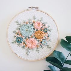 Floral Embroidery Patterns, Hand Embroidery Videos, Creative Embroidery, Simple Embroidery, Learn Embroidery, Hand Embroidery Stitches, Embroidery Hoop Art, Hand Embroidery Designs, Embroidery Techniques